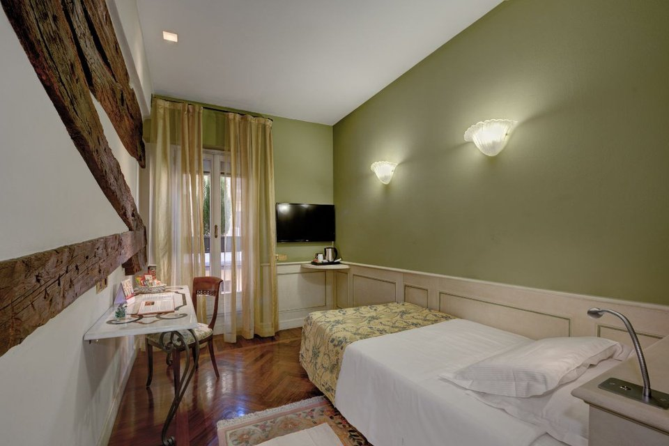 Single room  art hotel commercianti bologna